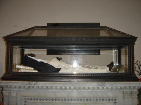 Sainte-Roseline cassa di vetro