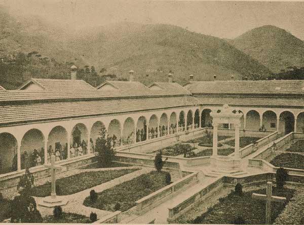 Rara immagine del Capitolo generale del 1905 alla certosa di Farneta