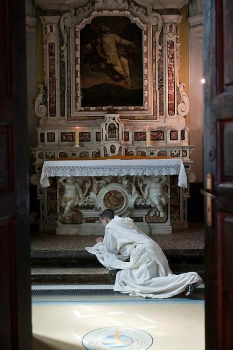 prostrazione nella cappella