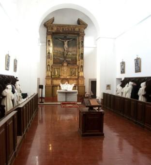 coro leggio ed altare