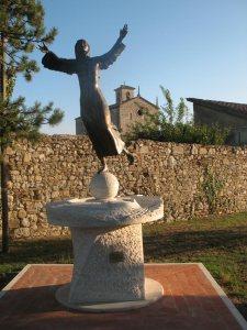 statua di santa.caterina fuori la certosa di Pontignano (Siena)