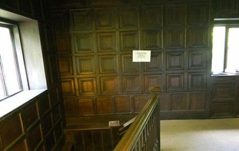 scala e pareti interne in legno