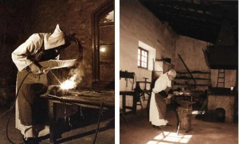CERTOSINI che lavorano il ferro ( porta coeli Jerez)