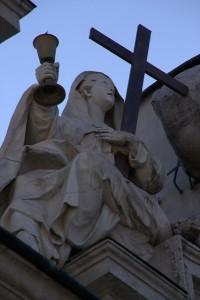 statua sul portale