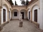 33-cortile-con-statua