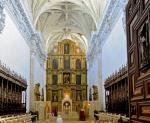 7-altare-e-coro-chiesa