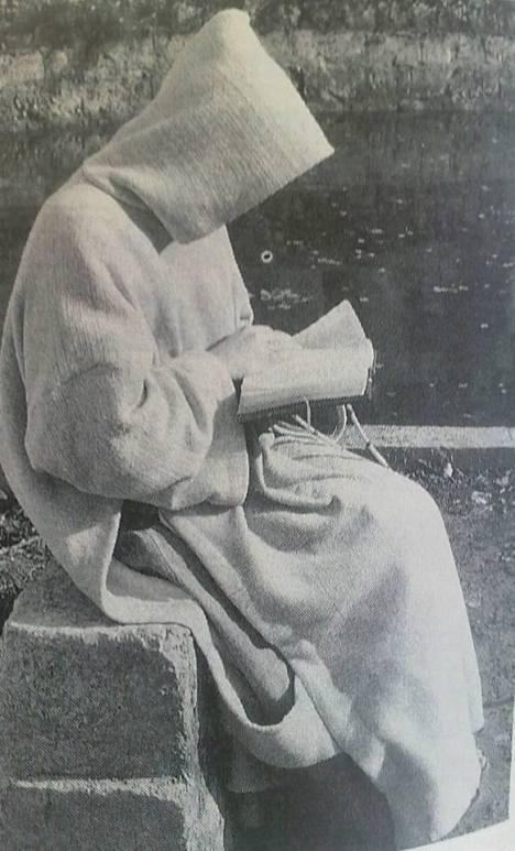 monaco certosino in meditazione