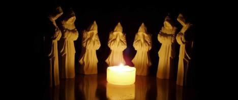 monaci e candela