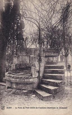 1337968884-Le-puits-du-petit-cloe-tre