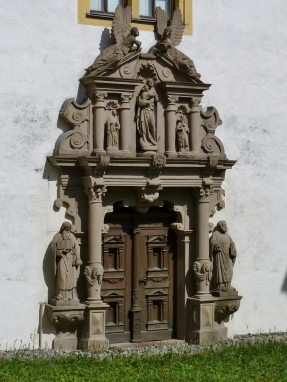 Astheim: ehemalige Klosterkirche des Kartäuserklosters - Portal