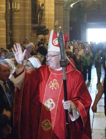 Vescovo in cattedrale per insediamento
