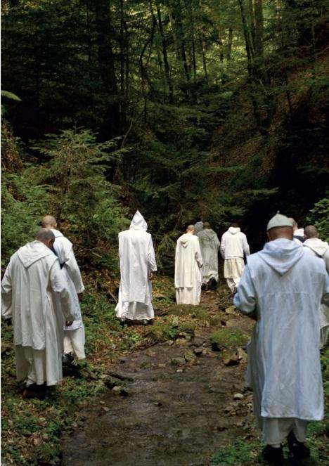 monaci in spaziamento