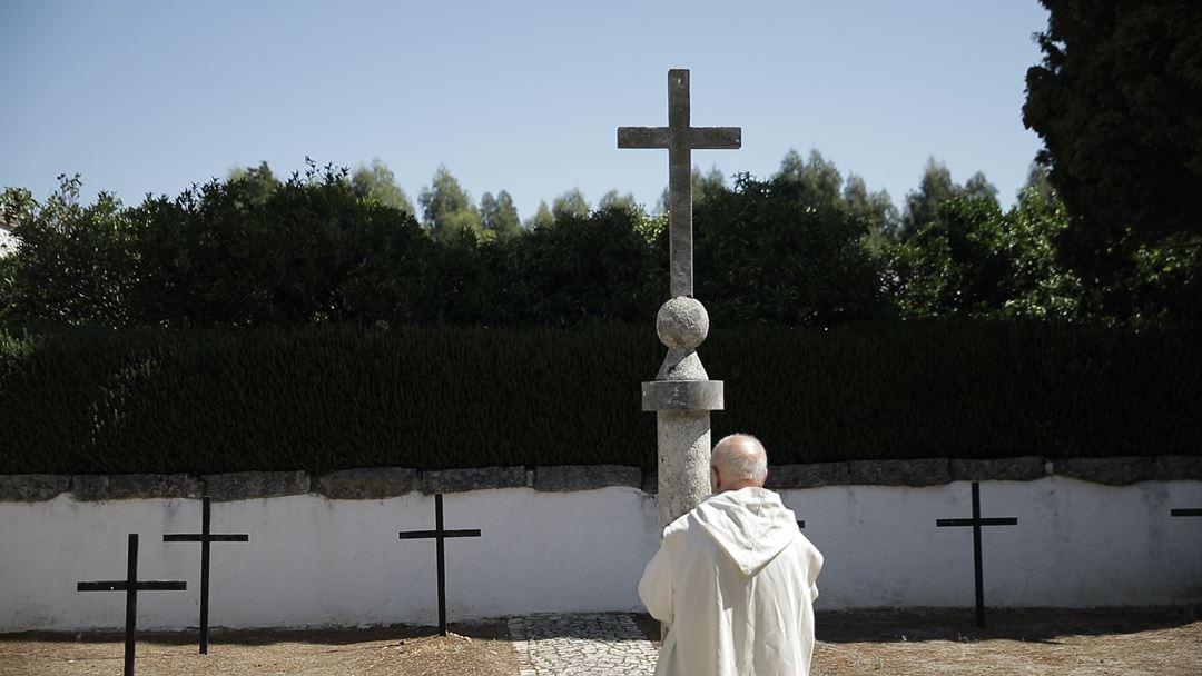 Dom Antao nel cimiterino