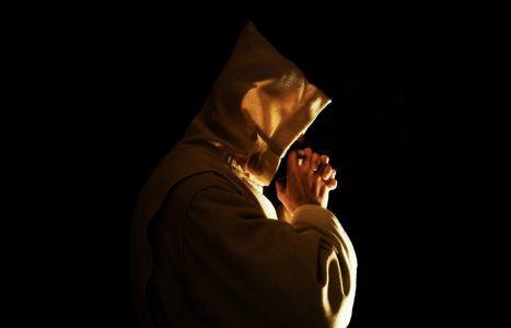 certosino in preghiera