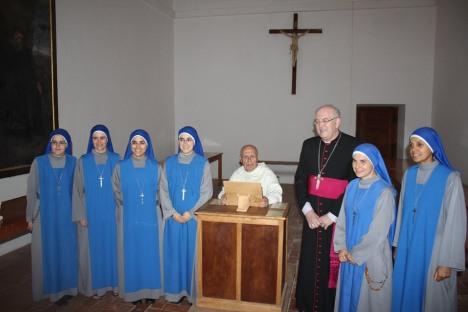Dom Antao Arcivescovo e suore