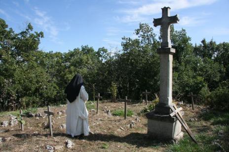 nel cimitero