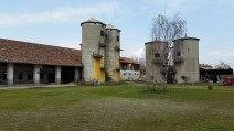 1024px-Castello_di_Carpiano,_corte_interna
