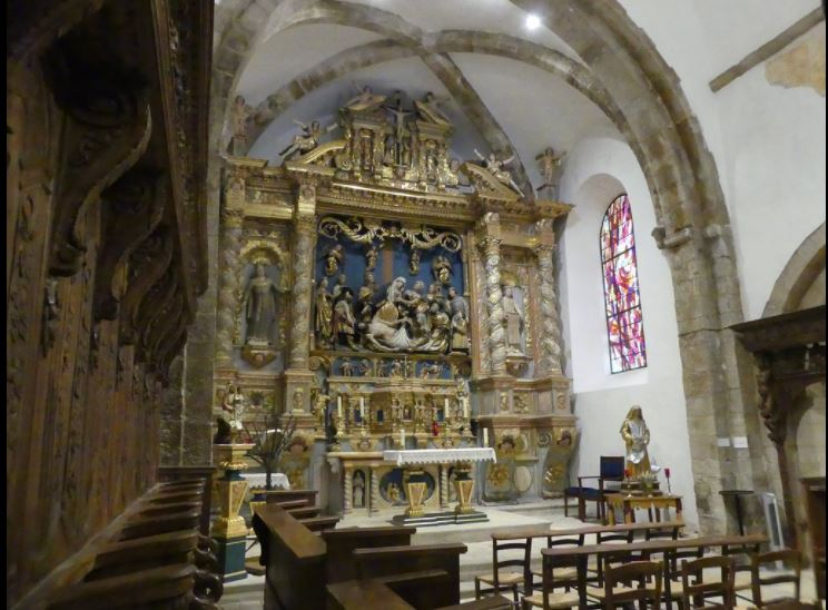 interno cappella e altare