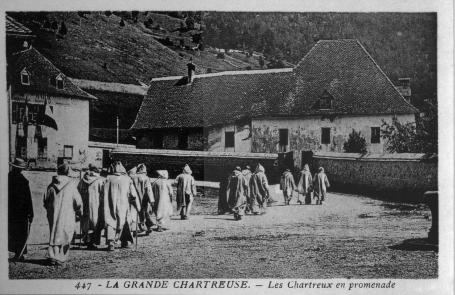 Saint-Pierre-de-Chartreuse,_Grande-Chartreuse,_les_chartreux_en_promenade,_p34_L'Isère_1900-1920